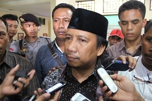 Fud Syaifuddin diwawancarai wartawan