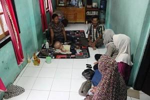 Kunjungan ke rumah Ahmad