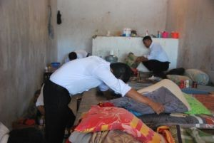polisi periksa kamar tahanan Lapas Sumbawa