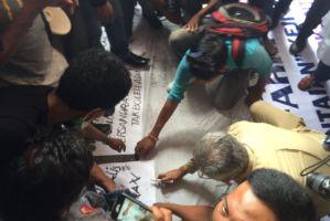 Husni Jibril bubuhkan tanda tangan