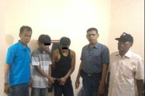 Dua pengedar sabu diapit Camat, Kasat Narkoba dan Ketua RT