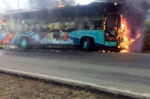 bus Surya Kencana dibakar