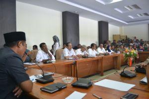 hearing TIM penertiban pasar seketeng dengan DPRD dipimpin Kamaluddin