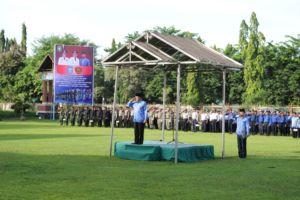 upacara di halaman Kantor Bupati Sumbawa