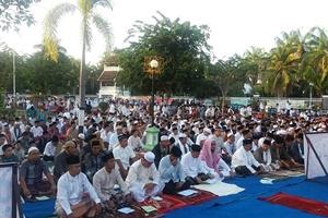 Sholat Idul Fitri di lapangan Pahlawan Sumbawa 2016