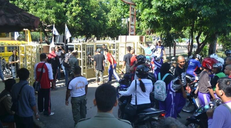 Aksi demo tolak Musdalub XIII KNPI Kabupaten Sumbawa