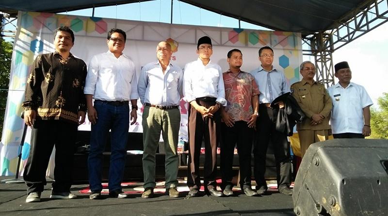 Arifin Panigoro diapit oleh Makassau dan TGH M Zainul Majdi