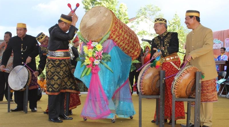OPINI : Festival Moyo Terjebak di Ruang Kritik