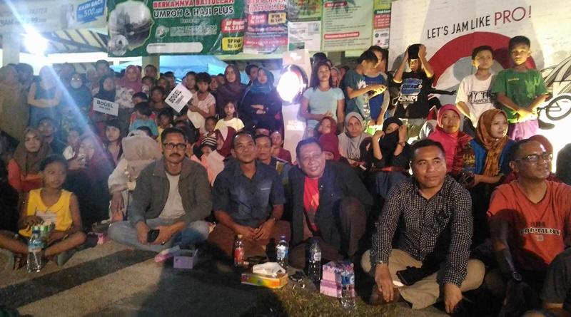Wabup Sumbawa H Mahmud Abdullah dan Wakil Ketua DPRD Kamaluddin ST berbaur bersama para penonton
