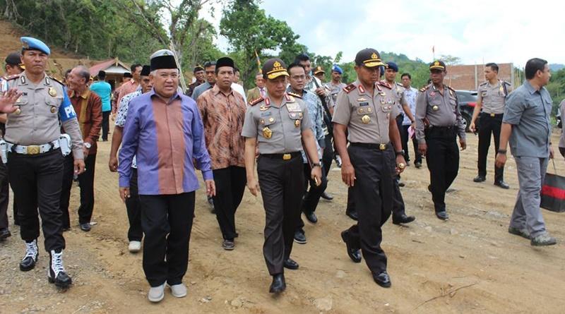 Kapolri disambut Prof Din Syamsuddin di Ponpes Dea Malela Sumbawa