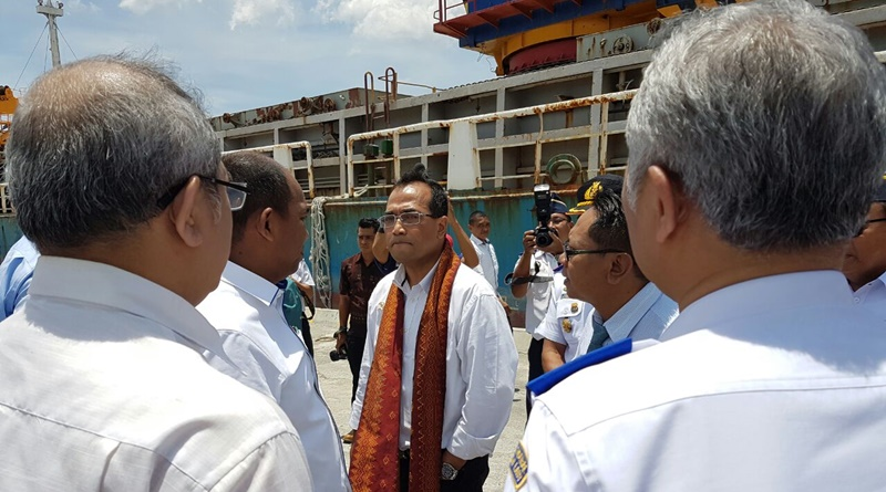 Menhub Budi Karya Sumadi di Pelabuhan Bima, NTB