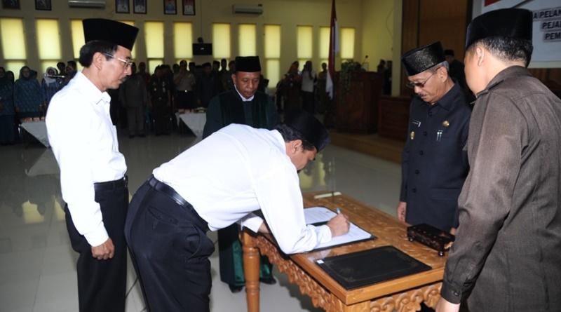 Pelantikan 84 Pejabat Struktural Pemkab Sumbawa