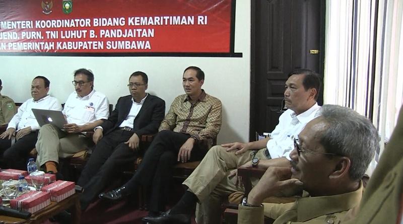 Menko Maritim dialog bersama Bupati Sumbawa