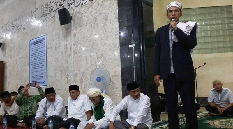Gubernur NTB Dr. K.H. TGH. Muhammad Zainul Majdi, M.A saat memberikan tausyiah di Masjid Nurul Huda Sumbawa Besar