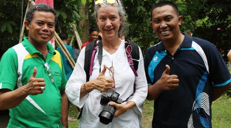 Pincun Nurhinsyah (Sekretarus Diklluspora) dan Rachman Ansori M.SE (Kabag Humas) foto bersama salah seorang wisman