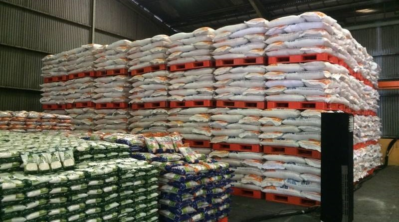 Awal Tahun, Bulog Sumbawa Kirim 6.000 Ton Beras ke NTT
