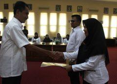 8 Dokter dan 150 Bidan PTT Terima SK CPNS