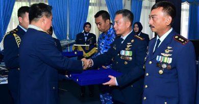 Kolonel (Pnb) Arief Hartono Raih Penghargaan dari KASAU