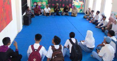 Siswa di Sumbawa Diberi Edukasi Seni Rupa