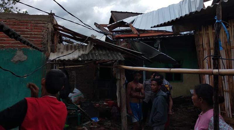 10 Rumah Rusak Disapu Angin Puting Beliung